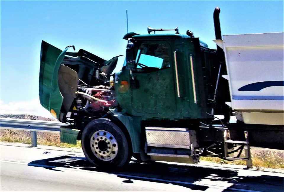 Read more about the article What To Do When Dealing With A Vehicle Breakdown